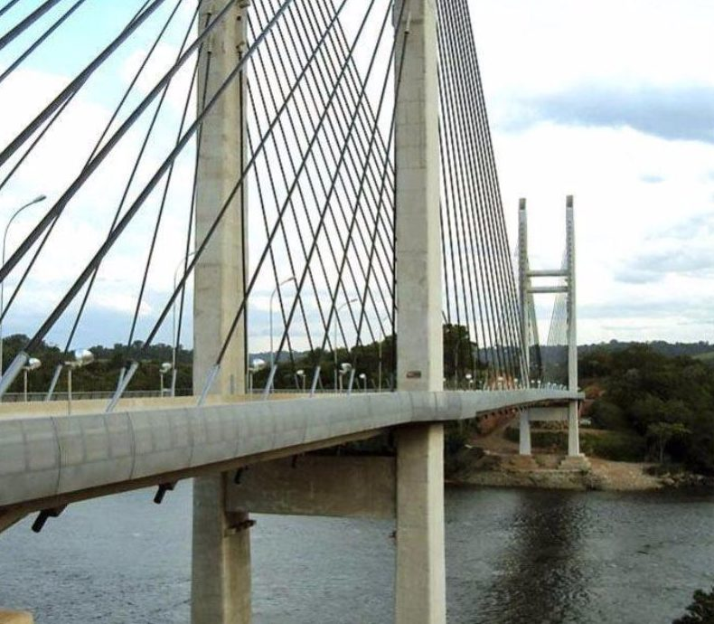 Grenzbrücke zwischen EU und Südamerika eröffnet