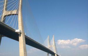 29.3.1998: Europas längste Brücke wird eröffnet