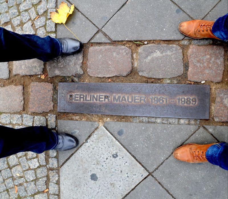 Abriss der Berliner Mauer und lebendiges Gedenken