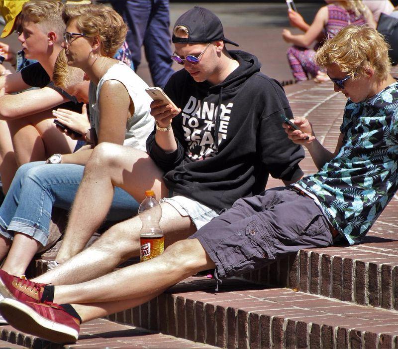 Aufruf: Smartphone beim Essen kein gutes Vorbild